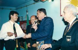 Concessão de Chevalier ao primeiro DeMolay do Piauí, Ir. Cláudio Lopes (que hoje é Maçom, membro do Conselho Consultivo do Cap. 500 e tem seu filho já iniciado na Ordem)
